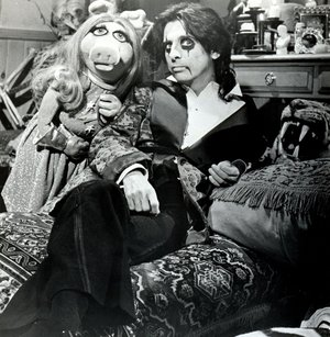Alice cooper miss piggy