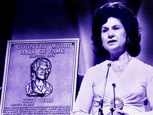 Kitty Wells receives hall of fame honor