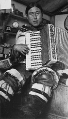 Inuit_accordian_3