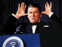 Reagan_with_hands_1